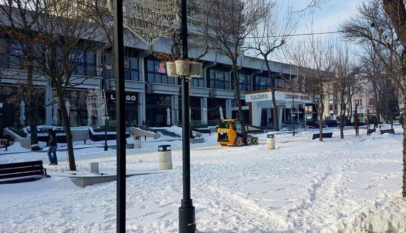 От Община Варна: Чистим малките улички в центъра и кварталите