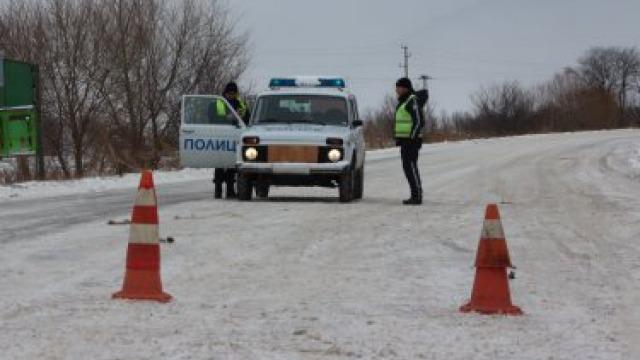 Заради снега: Ръсим по тон луга на всеки километър