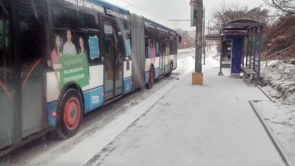 Закъсали автобуси осеяха варненските булеварди