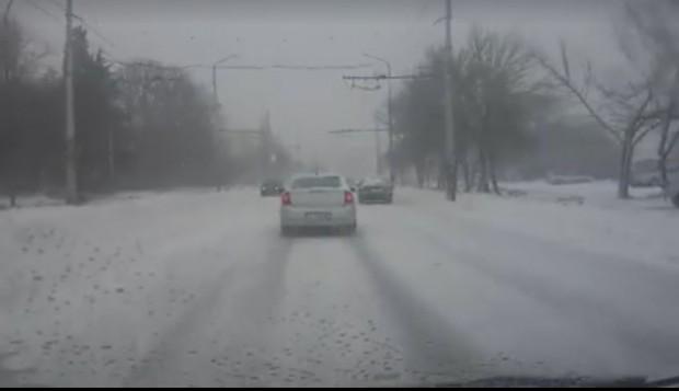 Стоян Пасев: Задават се сняг и виелици, не тръгвайте на път