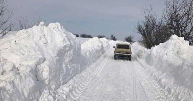 Триметрови преспи на пътя Варна-Добрич, отварят го до час