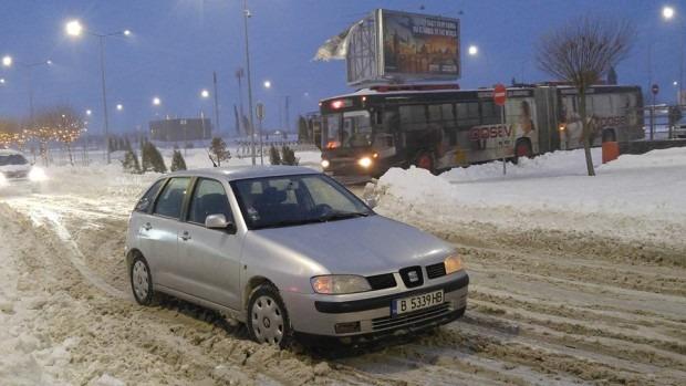 Наглец блокира пътя край летище Варна