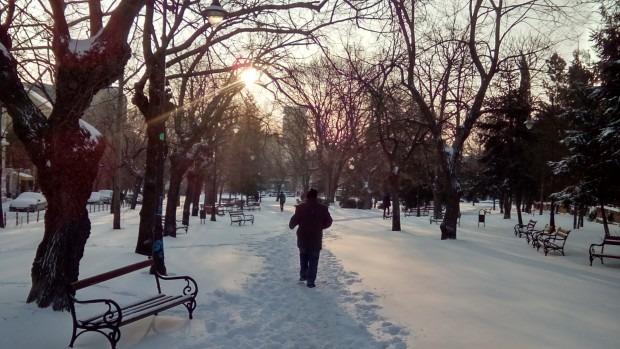 Предупредиха Варна за сняг и поледици