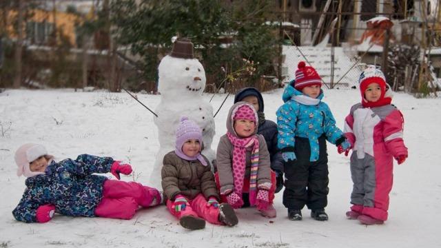 Снегът и децата на Варна (снимки)