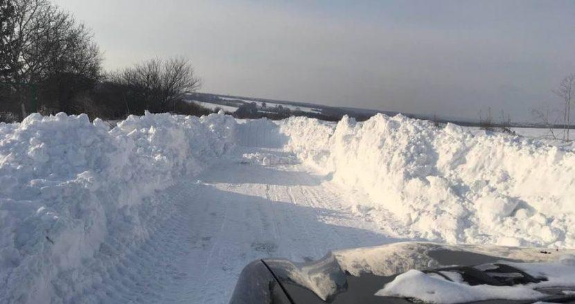 Пътят от Аксаковска панорама до Кичево е непроходим вече пети ден (снимки)