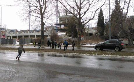 Опасност заплашва стотици варненски ученици всеки ден (снимки)