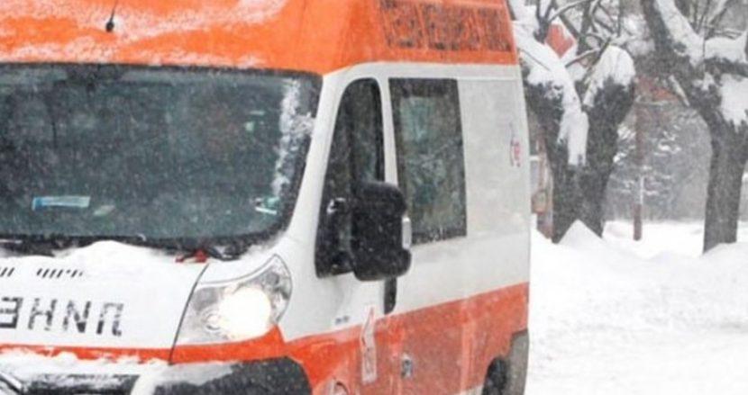 """""""Тойота"""" помете спрял автомобил във Варна, жена пострада"""