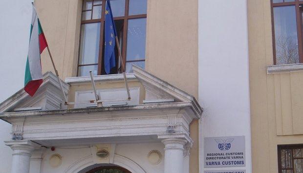 Варненски митничари задържаха фалшиви обувки