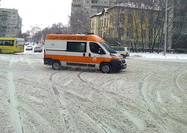 Шофьор на автобус получи инсулт и катастрофира