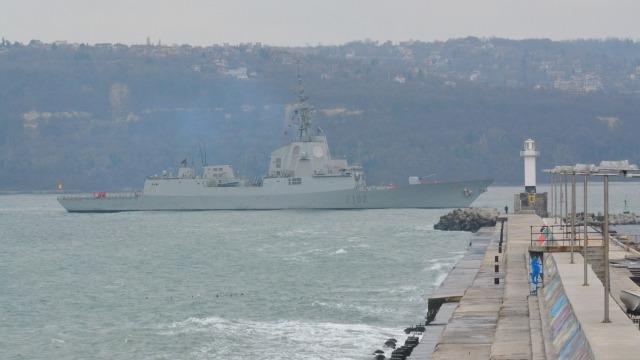 Военни кораби на НАТО акостираха във Варна (снимки)