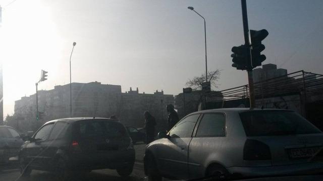 """Катастрофа предизвика задръствания на бул. """"Трети март"""""""
