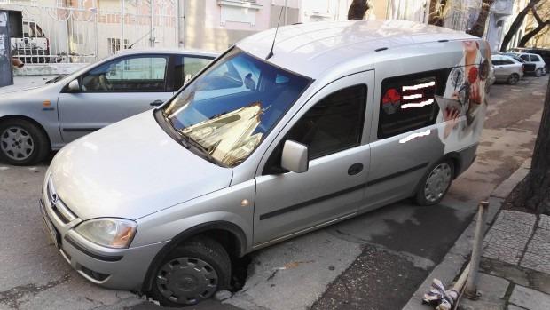 Кола пропадна в огромна дупка