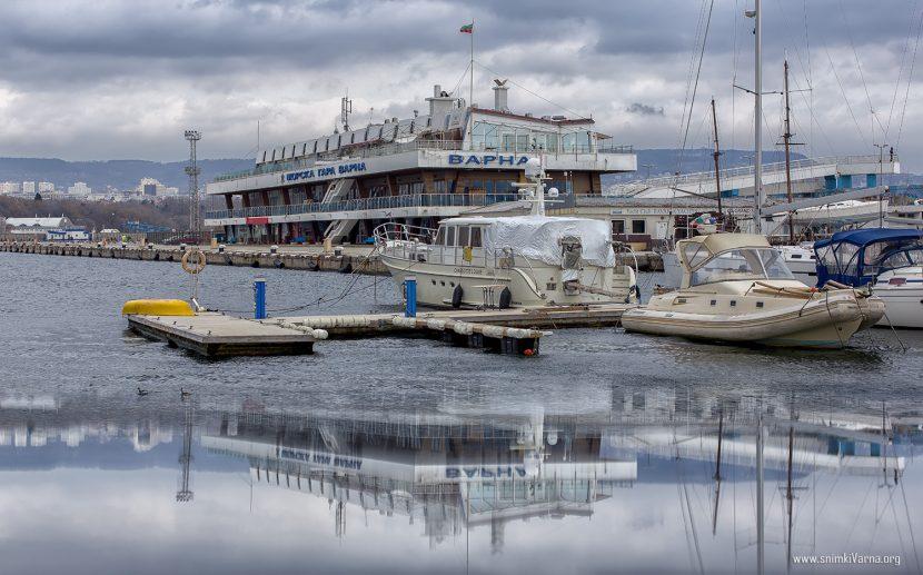 Рокади в пристанище Варна