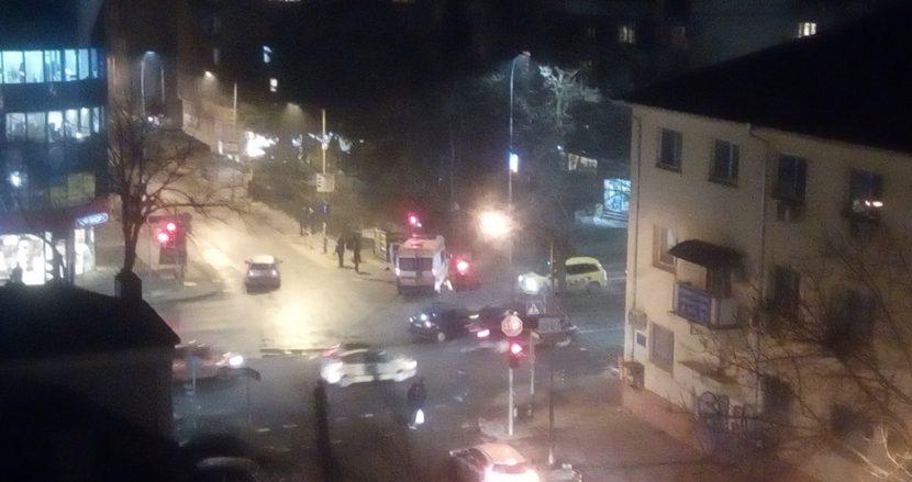 Очевидци заснеха от блок катастрофата с линейка