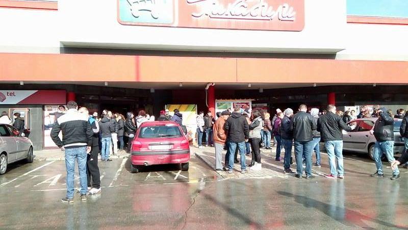"""Служители на """"Пикадили"""" излизат на протест за заплати"""