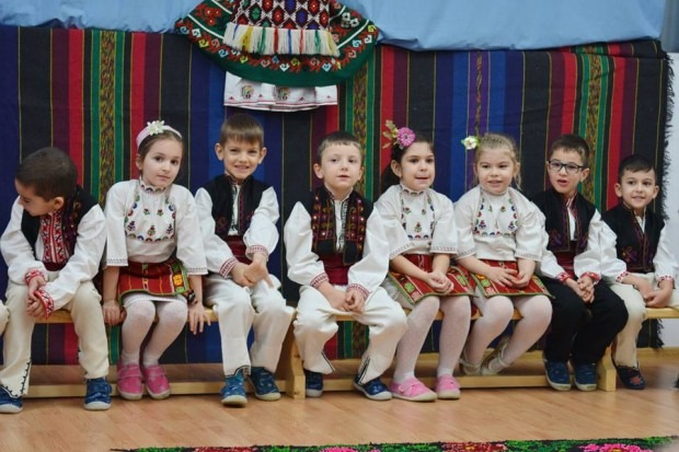 """С уникален фолклорен спектакъл деца от ДГ """"Детски свят"""" уважиха Националния празник"""