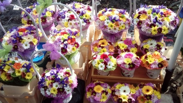 Данъчните във Варна проверяват търговците на цветя