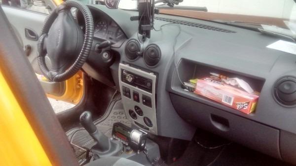 Таксиметров шофьор мина през крака на дете