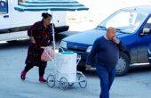 Мургава търговка продава самоделен сладолед във Варна
