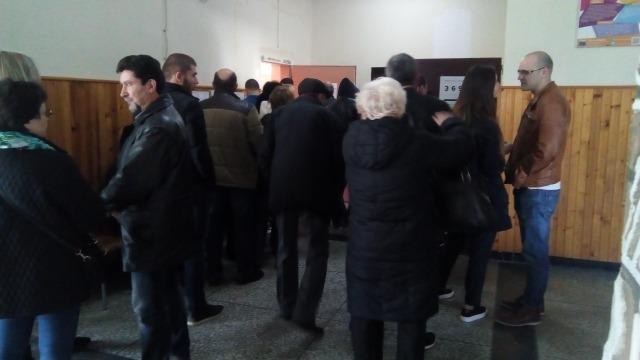 Опашки се извиха пред избирателни секции в Аспарухово