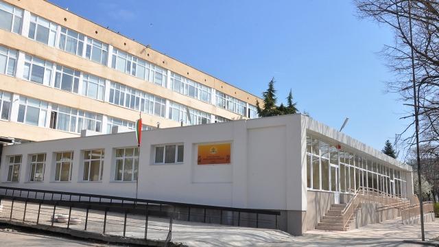 """Откриха обновено крило за предучилищна група в ОУ """"Черноризец Храбър"""""""