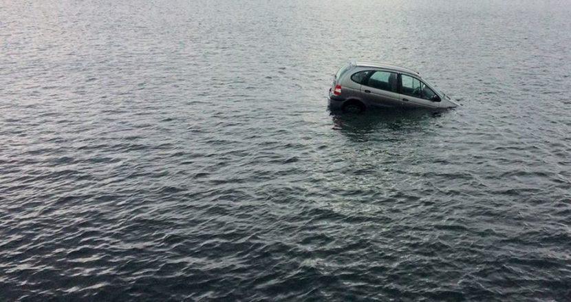 Кола потъна до пристанище Варна