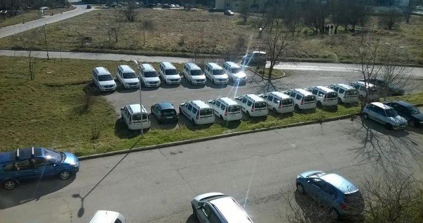 Фирма окупира паркинг с колите си в Кайсиева градина