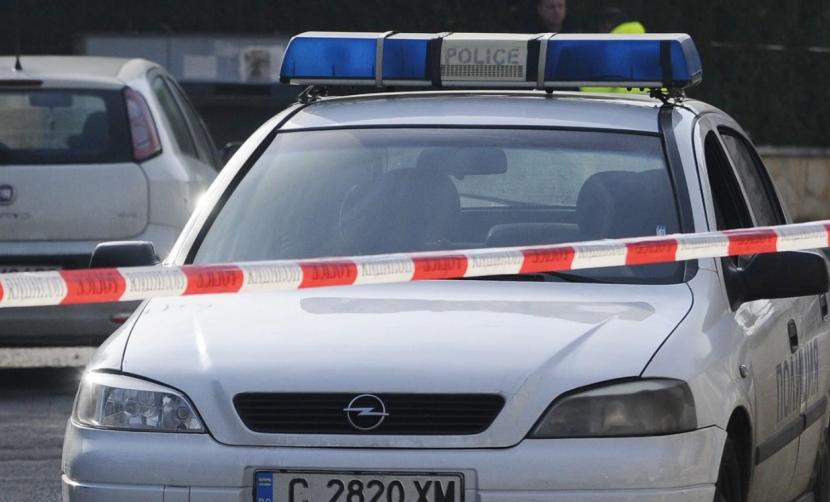Извънредно: Полицаи и опънати ленти в центъра на Аспарухово