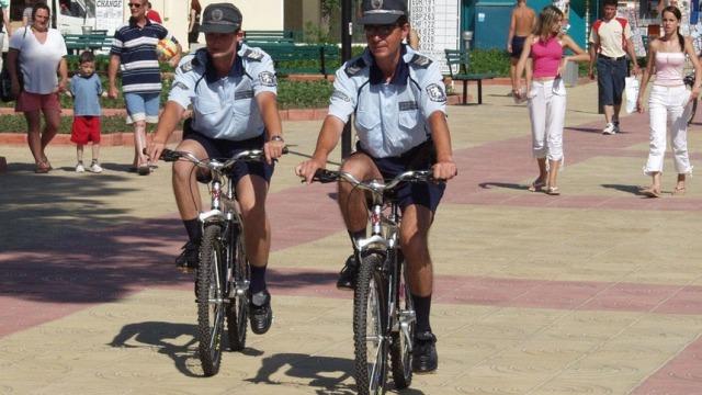 Полицаи полиглоти ще ни пазят по курортите