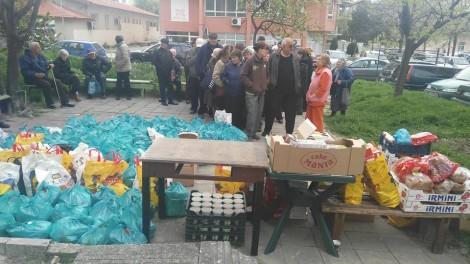 250 варненски пенсионери получиха козунаци, яйца и хранителни продукти, благодарение на добрината на хората
