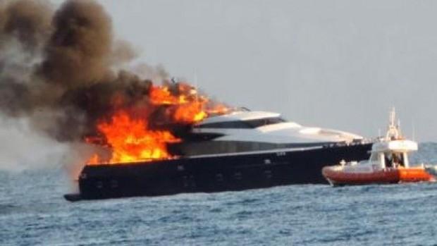 Печка подпали австрийска яхта на Морска гара