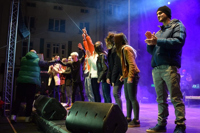 """Четирима варненци спечелиха билети за концерта на MTV от """"Варна – Европейска младежка столица 2017"""" (видеа)"""