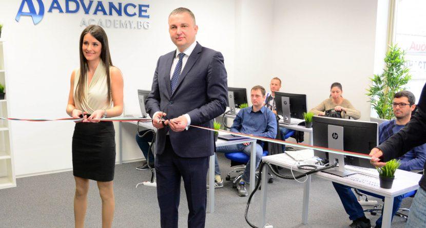 Кметът Иван Портних откри академия за обучение на IT специалисти