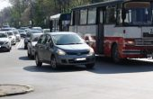 Автобус на градски транспорт образува тапа до ВИНС (снимки)