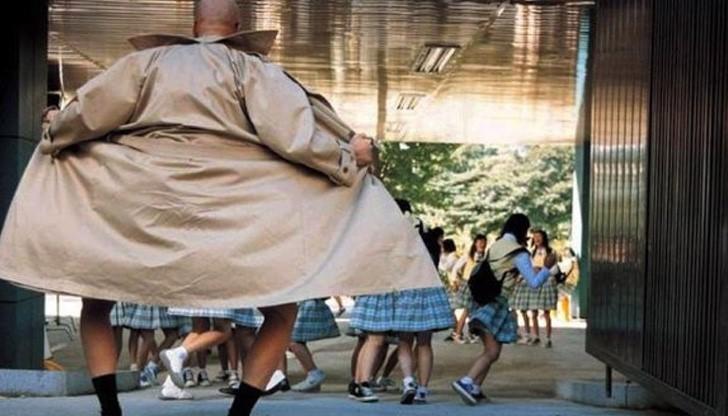 """Ексхибиционист стряска малки деца и девойки край спирки във """"Виница"""""""