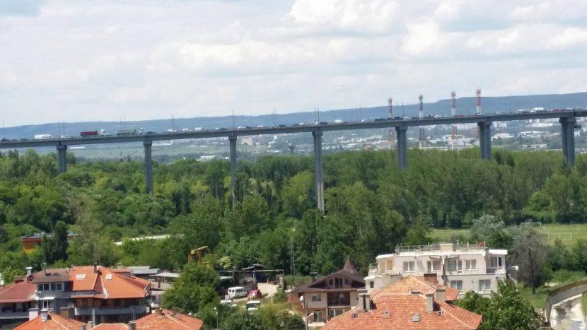 Читателка: Аспарухов мост към Варна е задръстен