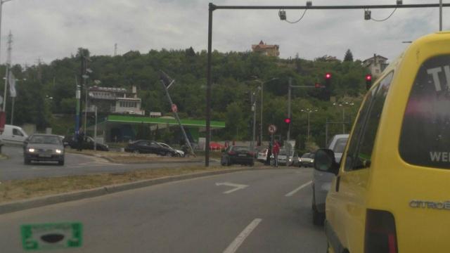 Ауди отнесе светофар на бул. Цар Освободител