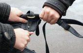 Младеж издърпа чантата на 73-годишна жена в