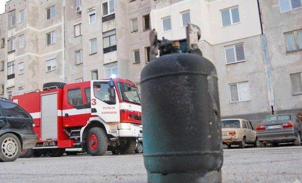 """Газова бутилка взриви апартамент във """"Владиславово"""", мъж пострада"""