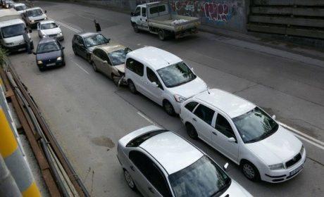 """Верижна катастрофа затруднява движението по бул. """"Приморски"""""""