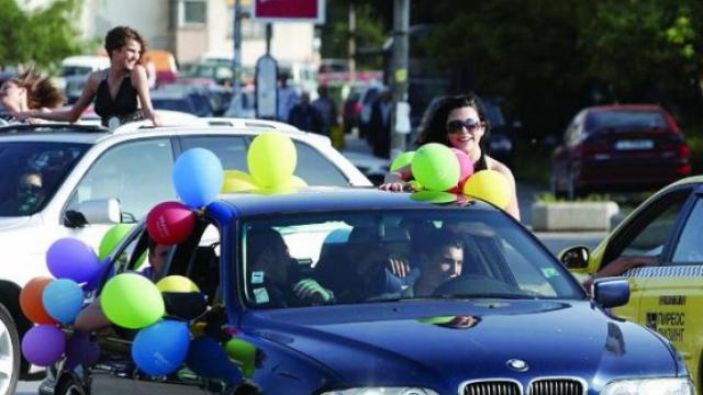 Полицията с призив: Абитуриенти, бъдете внимателни на пътя