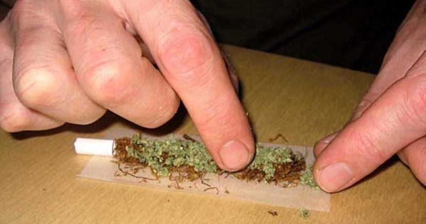 Спипаха непълнолетен с марихуана