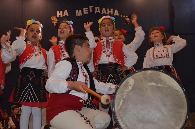"""Под знака на фолклорната традиция премина годишният концерт-спектакъл на детска градина """"Здравец"""" в кв. """"Повеляново"""" в Девня"""