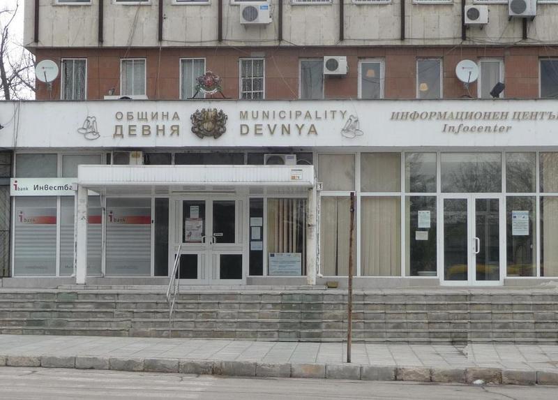 Община Девня купува имот за пенсионерски клуб, докато другите общини продават
