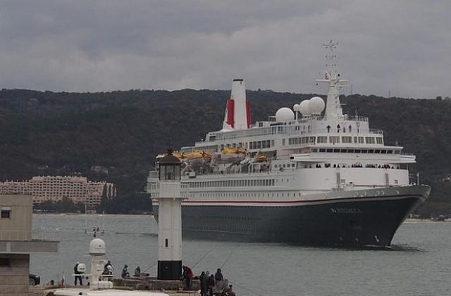 Товарен кораб с българи на борда иска медицинска помощ