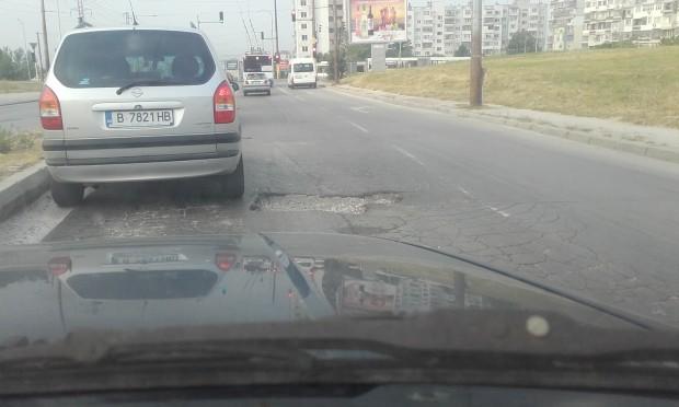 Капан дебне шофьорите по натоварена варненска улица