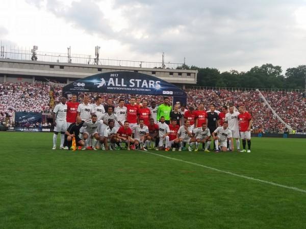 35 000 видяха 6 гола и куп световни звезди в Мача на годината