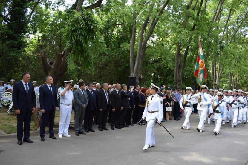Варна отдаде почит на Ботев и националните ни герои