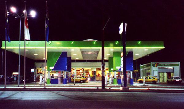 Шофьор зареди в OMV 83 литра дизел в 70-литров резервоар (снимка)