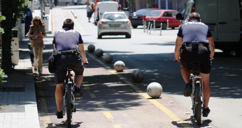 Полицаи патрулират във Варна на велосипеди
